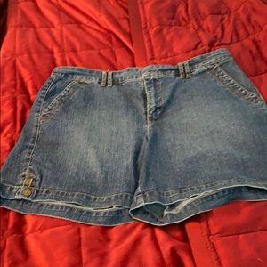 Gloria Vanderbilt ladies shorts size 14